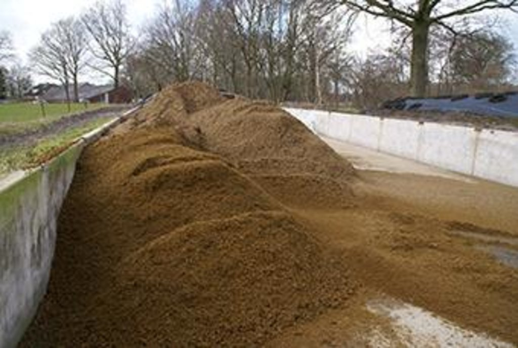 Manure separation to better distribute organic matter